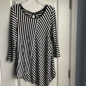 Cable & Gauge striped 3/4 sleeve top